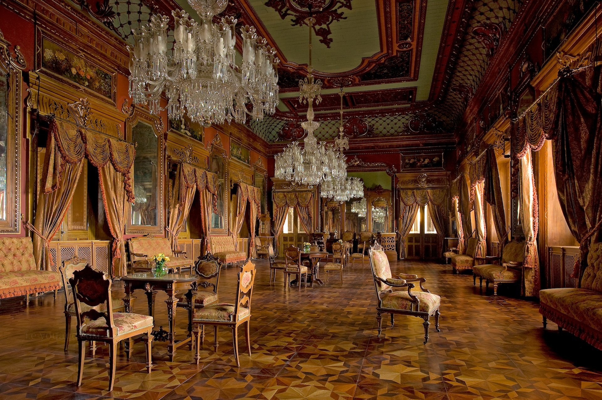 falaknuma palace varandah